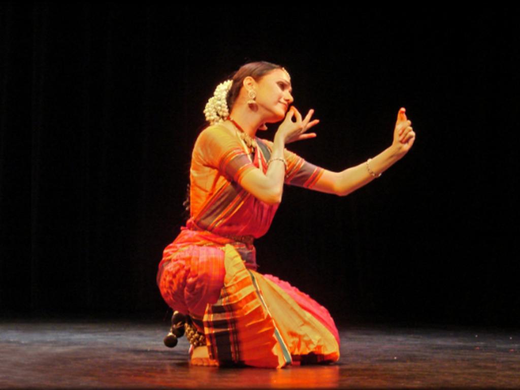 Ou-prendre-des-cours-de-danse-indienne-a-Paris_width1024
